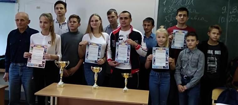 """команды победительницы в """" Первенстве по шахматам среди школьников"""""""
